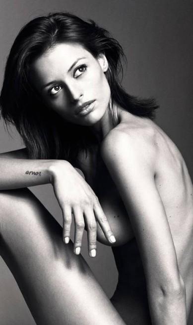 A brasileira Flávia Lucini, que fez sua estreia na passarela da marca na terça-feira Reprodução