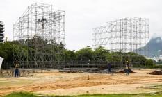 Era uma vez. Campo de beisebol da Lagoa é preparado para show Foto: Barbara Lopes / Agência O Globo