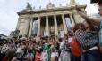 Mulheres protestam contra o presidente da Câmara, Eduardo Cunha