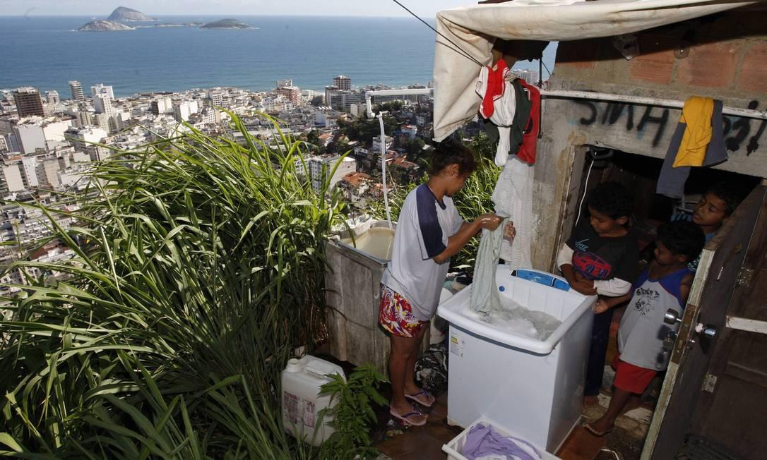 Disparidade de renda é o que mais pesa sobre indicador brasileiro Foto: / Domingos Peixoto