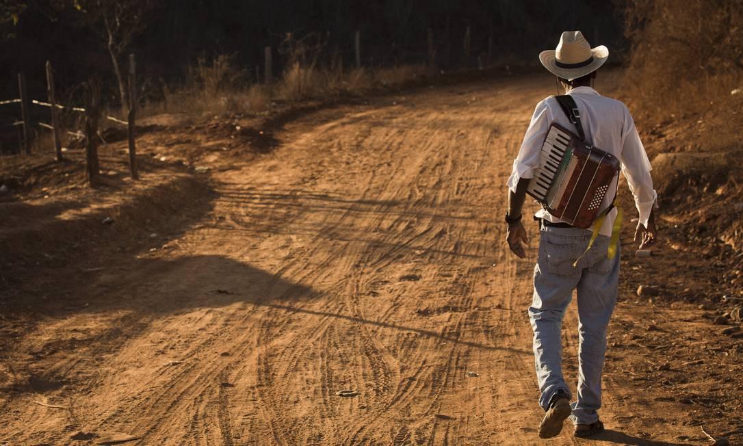 Sanfonero da comunidade quilombola do Caitutua do Meio, na Chapada do Norte Gustavo Miranda / Agência O Globo
