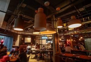 Salão. O espaçoso interior do badaladíssimo restaurante Foto: Fotos de Pedro Kirilos