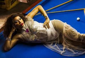 """Robson Dinair, como Ravena Creole: maquiador é exemplo de """"mother drag"""", por iniciar outros rapazes na arte da montação Foto: Fabio Seixo / Agência O Globo"""