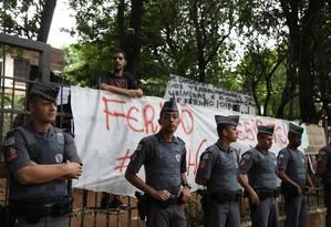Alunos ocupam a escola Fernão Dias, em São Paulo, em protesto contra o fechamento da unidade Foto: Fernando Donasci / Agência O Globo 13/11/2015