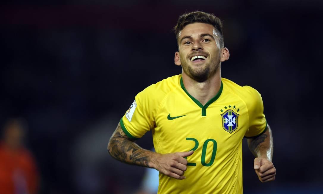 Lucas Lima comemora o gol do empate brasileiro EITAN ABRAMOVICH / AFP