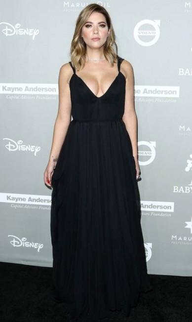 A atriz Ashley Benson apostou em decote sexy John Salangsang / John Salangsang/Invision/AP