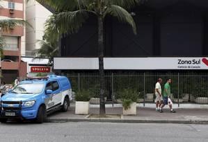 Vendedor de gelo é assassinado na porta do Zona Sul da Praça General Osório. Foto: Gustavo Stephan Agência Globo Foto: Agência O Globo
