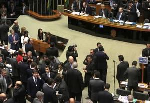 O presidente do Senado, Renan Calheiros, preside sessão do Congresso para analisar vetos da presidente Dilma Foto: Givaldo Barbosa / Agência O Globo