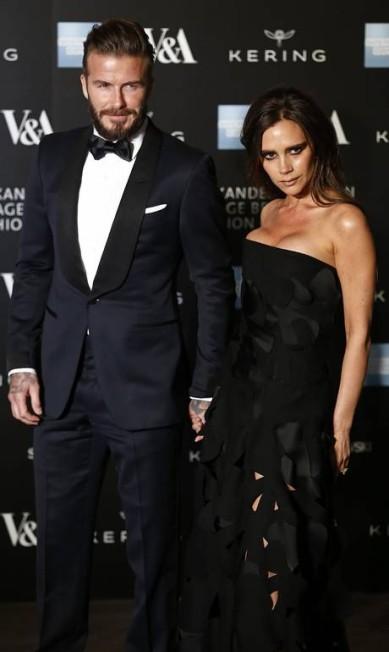 """""""Gosto de usar roupas bonitas e bons ternos, de parecer e se sentir bem. Mas nunca penso em mim dessa forma"""", acrescentou o inglês, aqui todo alinhado ao lado de Victoria Beckham, sua mulher JUSTIN TALLIS / AFP"""