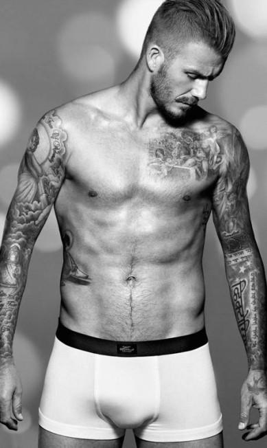 David Beckham não cansa de aparecer de cueca por aí Divulgação