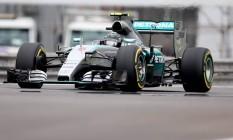 Em Interlagos, Nico Rosberg acelera nos treinos. Alemão obteve segunda vitória seguida na etapa brasileira da F-1 Foto: Pedro Kirilos/13-11-2015
