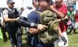 Manifestante que teria disparado arma foi detido