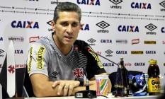 Jorginho durante entrevista coletiva: ele quer o estádio do Vasco em paz, mas funcionando como um caldeirão a favor do time Foto: Vasco.com.br