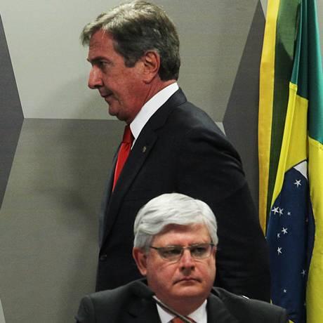 O Procurador-Geral da República, Rodrigo Janot e o senador Fernando Collor Foto: Jorge William/26-08-2015 / Arquivo O Globo