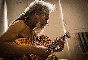 Daminhão Experiença, em seu apartamento, em Ipanema Foto: Fabio Seixo