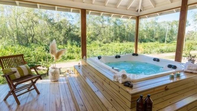 Piscina. O spa é integrado à natureza Foto: Divulgação