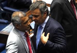 Os senadores Romário e Aécio: conversa marcada no Rio Foto: Givaldo Barbosa/04-08-2015 / Arquivo O Globo