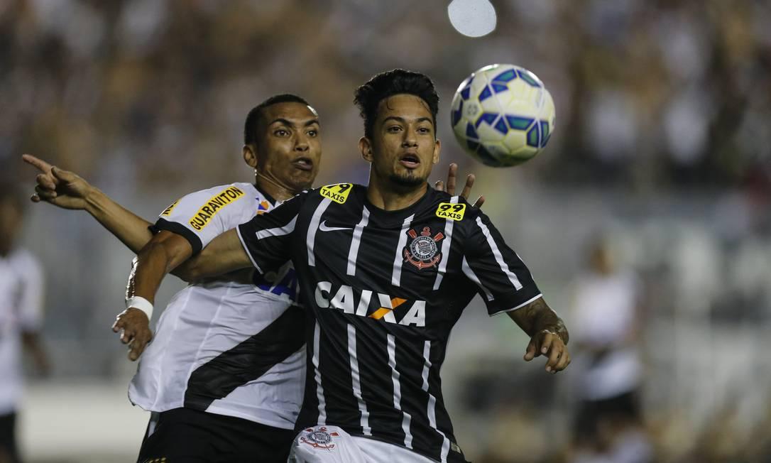 Vasco e Corinthians fizeram jogo de poucos lances de emoção em São Januário Alexandre Cassiano / Agência O Globo