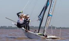 Martine Grael e Kahena Kunze competindo em Buenos Aires Foto: Matias Capizzano/Divulgação
