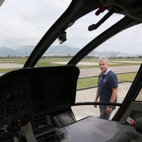 """EO empresário Manoel Assunção divide um helicóptero com outras quatro pessoas: """"poupo tempo e dinheiro"""" Foto: Custódio Coimbra"""