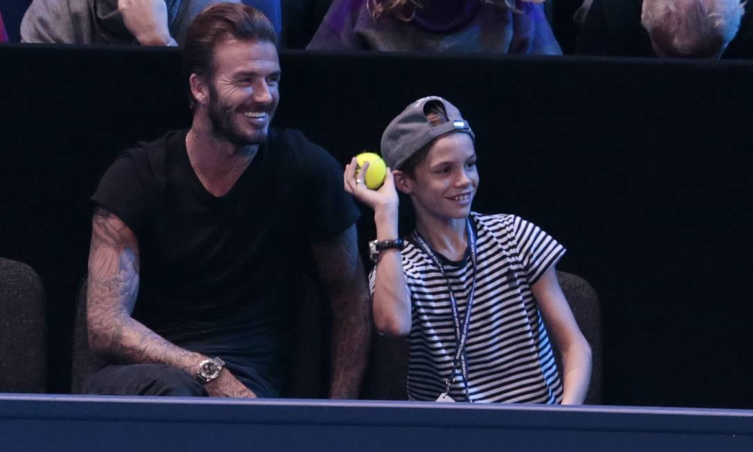 David Beckham rindo das graças de Romeo durante a partida Suzanne Plunkett / REUTERS