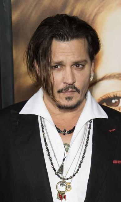 Johnny Depp trocou a gravata por colares VALERIE MACON / AFP