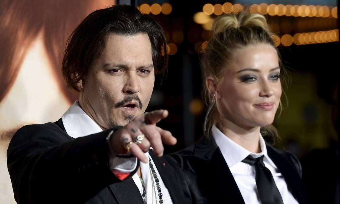 "Johnny Depp e a mulher Amber Heard na première do filme ""A garota dinamarquesa"" KEVORK DJANSEZIAN / REUTERS"