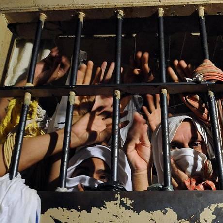 Presos retratam superlotação no sistema prisional brasileiro. Estudo condena política mais encarceradora Foto: Divulgação