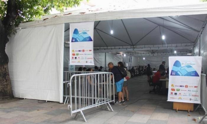 Cidadãos são atendidos em tenda montada em frente ao Fórum Central na Semana de Conciliação Foto: Divulgação