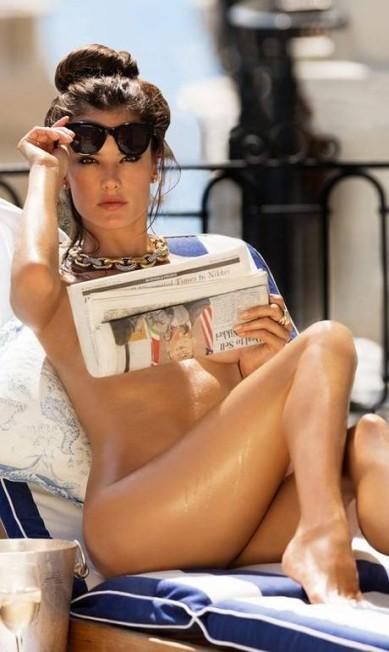 """Alessandra Ambrósio é a estrela da edição de dezembro da revista """"Maxim"""". Nas imagens, a modelo aparece sem roupa. Os cliques foram feitos no Hôtel de Paris Reprodução"""