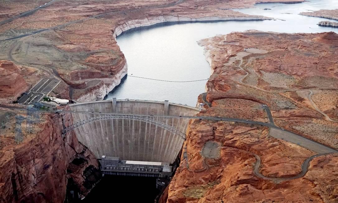 A barragem feita no Rio Colorado, chamada Glen Canyon dam, utilizada no fornecimento de energia RICK WILKING / REUTERS