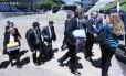 Policiais Federais deixam o Congresso com malotes e pastas após realizar buscas no gabinete do senador Deucídio Amaral (PT/MS)