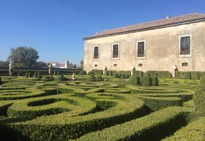 Os jardins do Palácio da Bacalhôa, em Setúbal, em Portugal. Foto: Renata Monti / O Globo