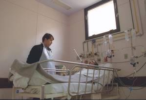 Nem sempre é bom para o paciente ficar em um Centro de Terapia Intensiva (CTI), segundo especialistas Foto: Marco Antônio Cavalcanti