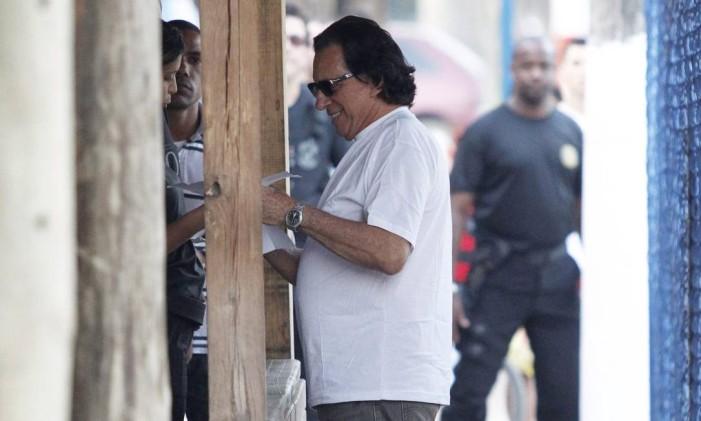 O banqueiro Cacciola, preso após ficar foragido na Itália, sai do presídio Bangu 3, no Rio, onde ficou preso durante três anos Foto: Fabio Rossi / Agência O Globo/25-08-2011