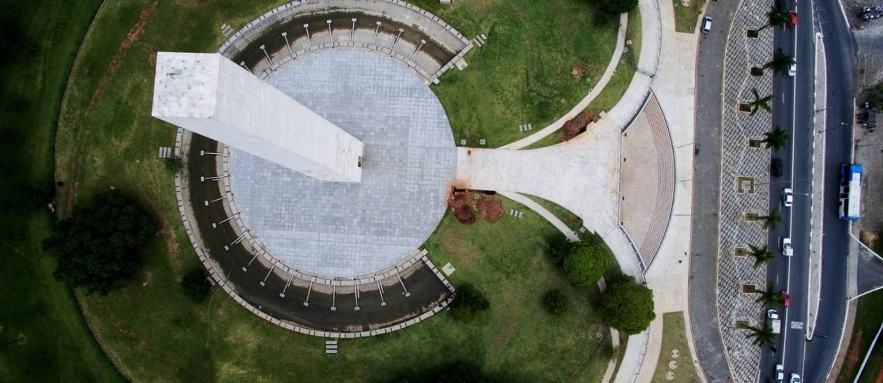 Obelisco dos heróis de 1932, na região do Ibirapuera: cidade de contornos monumentais Foto: Fernando Donasci / Agência O Globo