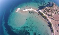 A equipe de pesquisadores encontrou resquícios de artefatos do período Helenístico próximos ao porto descoberto na ilha que abrigou a cidade de Canae Foto: Felix Pirson