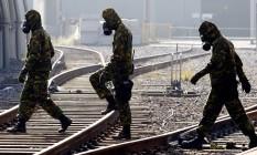 Militares participam, em maio de 2014, de uma simulação de ataque terrorista à estação Cidade Nova do metrô: o exercício foi um dos realizados dentro do plano de segurança preparado para a Copa do Mundo Foto: Gustavo Miranda / Agência O Globo (31/05/2014)