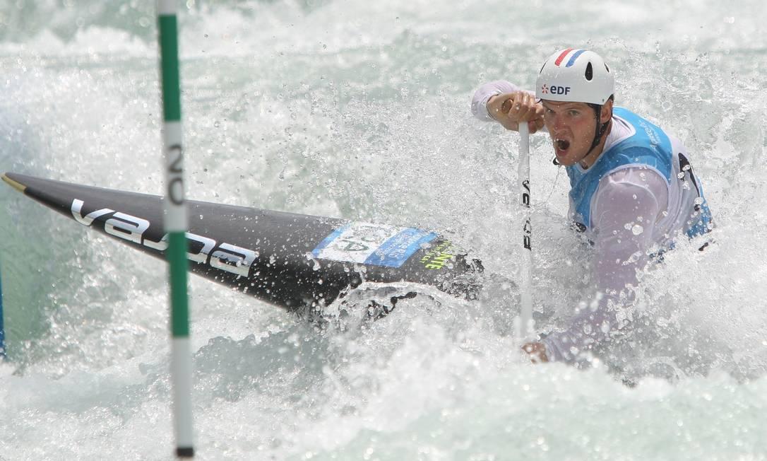 Canoísta francês Martin Thomas participa do evento-teste de canoagem slalom para os Jogos Olímpicos Rio 2016, no Centro Esportivo de Deodoro, no Rio de Janeiro NICOLAS PESCHIER / AFP