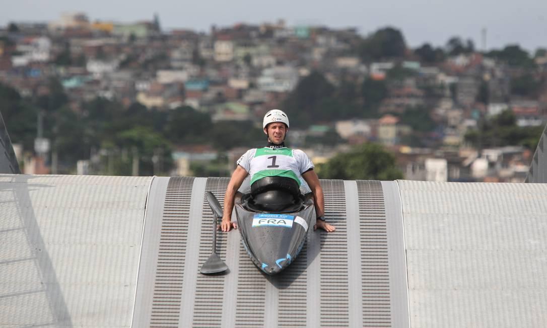O francês Boris Neveu prepara sua participação na prova NICOLAS PESCHIER / AFP
