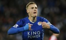 Jaime Vardy comemora um gol pelo Leicester. Ele foi eleito o melhor do campeonato pelos jornalistas Foto: Reuters / John Sibley