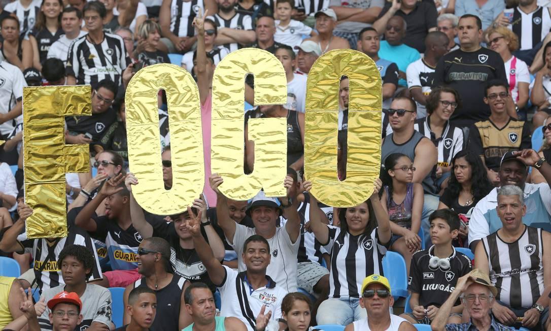 Nem o placar em branco estragou a festa na arquibancada Custódio Coimbra / Agência O Globo