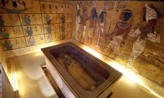 O sarcófago de Tutancâmon: pintura na parede esconderia câmara de Nefertiti, a mulher de seu antecessor, Akhenaton Foto: MOHAMED ABD EL GHANY/Reuters