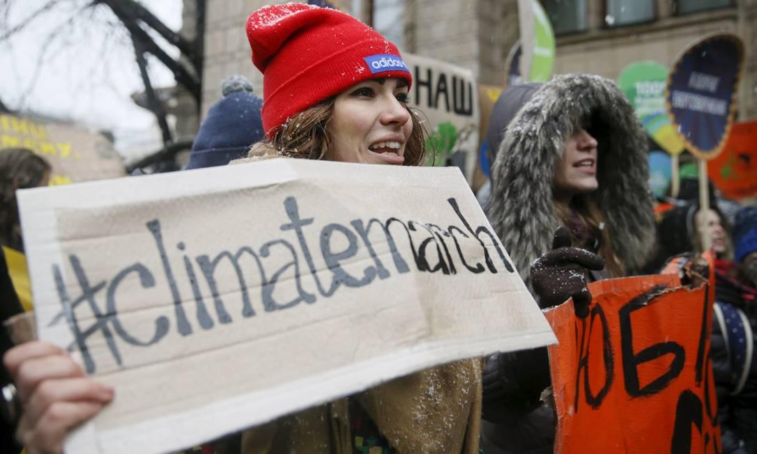 Em Kiev, capital da Ucrânia, manifestantes enfrentaram o frio para protestar VALENTYN OGIRENKO / REUTERS