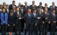 Prrsidente francês François Hollande lidera 'foto de família' de líderes mundiais na abertura da COP-21