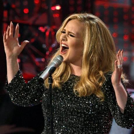 A cantora britânica Adele bateu recorde de vendas na semana de lançamento de '25' Foto: MARIO ANZUONI / REUTERS