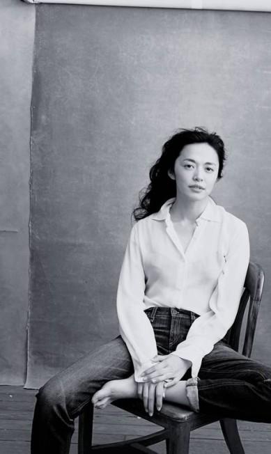 A atriz chinesa Yao Chen, que tem o maior número de seguidores no Twitter no mundo (mais de 71 milhões), posou comportada Divulgação