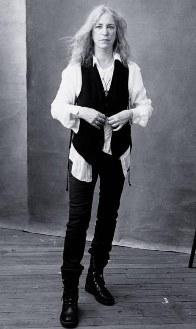 A cantora e poetisa Patti Smith sob as lentas da poderosa Annie Leibovitz Divulgação