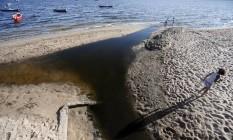 Poluição na Baía de Guanabara volta a ser criticada Foto: Roberto Moreyra / Agência O Globo