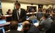 Deputado José Geraldo (PT-PA), em pé, no Conselho de Ética